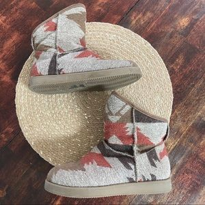 Indigo rd. Short faux fur lined Aztec print boots